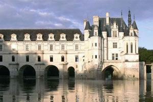 Trottinette électrique, touristes, escapade touristique, tour de France en trottinette électrique, château de la loire
